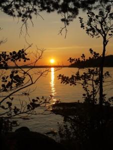 Sonnenuntergang vor der Insel Storön